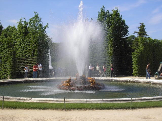 Golden Cupids Fountain