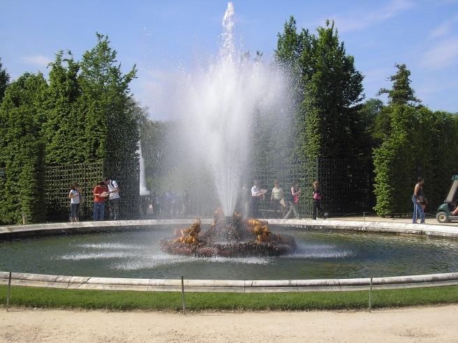 Golden Cupids Fountain