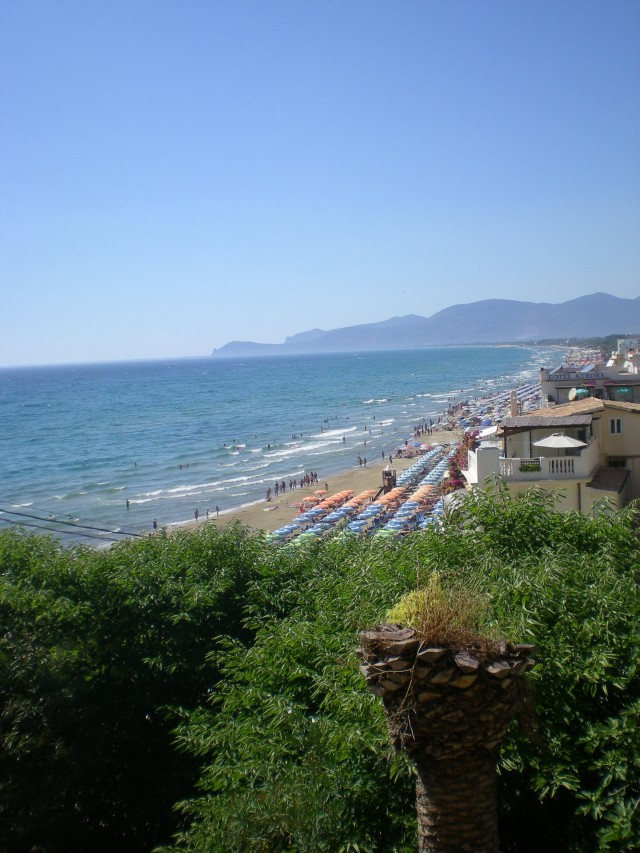 You can always find an Italian beach, just look for the umbrellas!