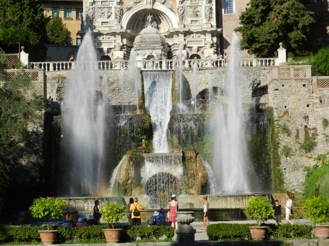 One of the many hundreds of fountains at the Villa d'Este