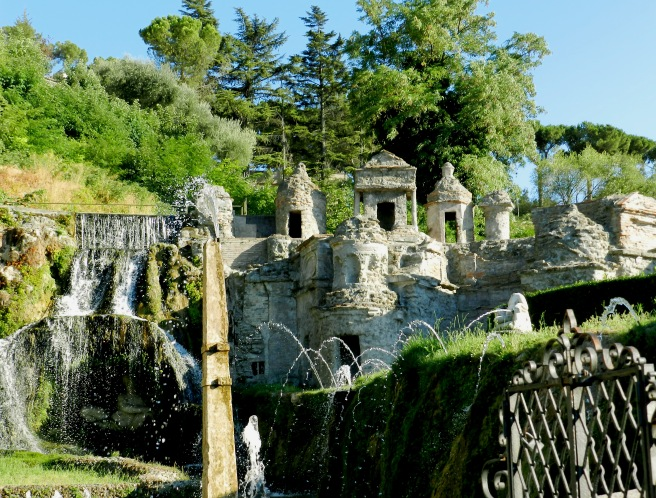 Cardinal Ippolitio II d'Este, who built the Villa, also constructed a miniature version of Rome as a fountain